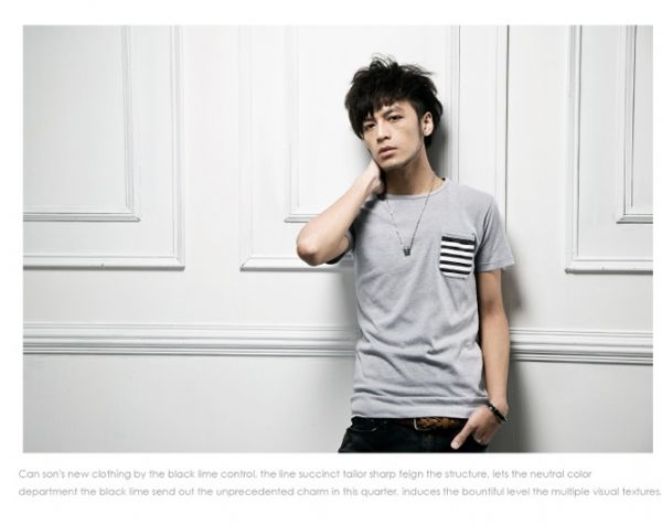 เสื้อผ้าผู้ชาย : t-shirt แต่งกระเป๋าลาย grid