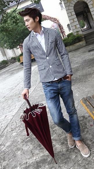 เสื้อผ้าผู้ชายพร้อมส่ง : สูท casual ลายตารางขาวน้ำงิน