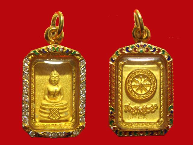 พระพุทธโสธรแปดเหลี่ยมทองคำ เลี่ยมฝังเพชร