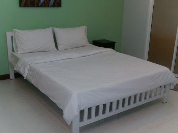 ชุดผ้าปูที่นอนพร้อมปลอกหมอน Queen Set