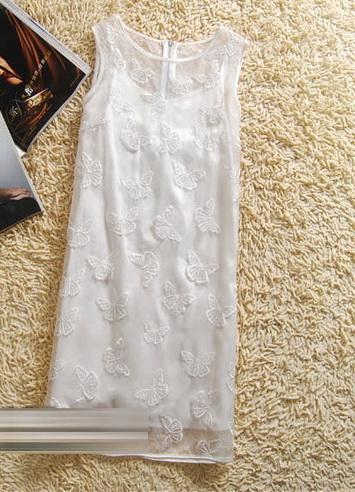 เสื้อผ้าแฟชั่น : เดรสหรูผ้าไหมสีขาวปักผีเสื้อ 3 มิติ