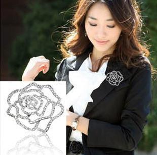 เสื้อผ้าแฟชั่น : เข็มกลัดดอกกุกลาบเพชร