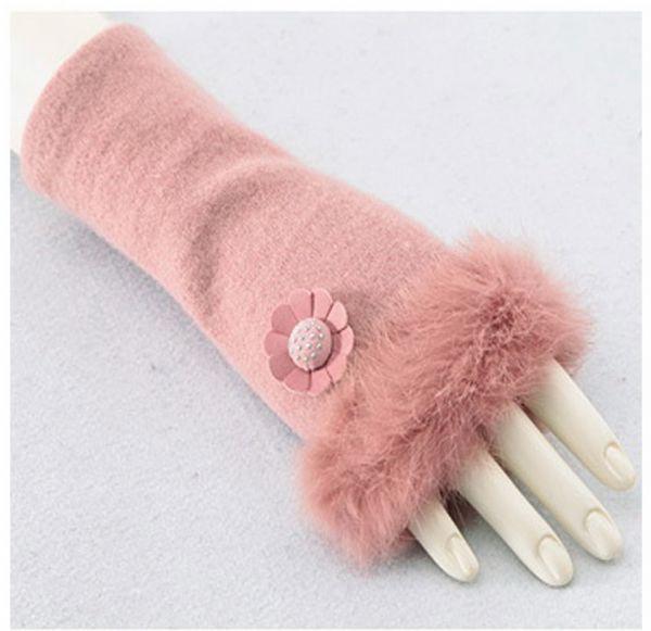 แฟชั่นหน้าหนาวพร้อมส่ง : ปลอกมือ wool กันหนาวแต่ง fur ติดดอกเดซี่