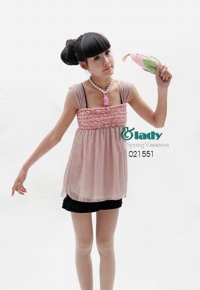 เสื้อผ้าแฟชั่น: เสื้อสวย ปักดอกกุหลาบเล็กเต็มหน้าอก