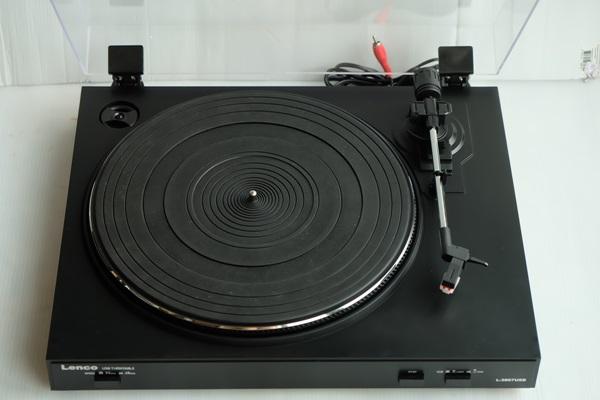 เครื่องเล่นแผ่นเสียง Lenco L3867 USB (New)